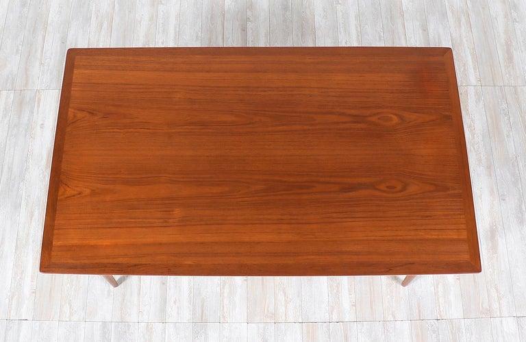Hans J. Wegner JH-561 Dining Table / Desk for Johannes Hansen For Sale 2