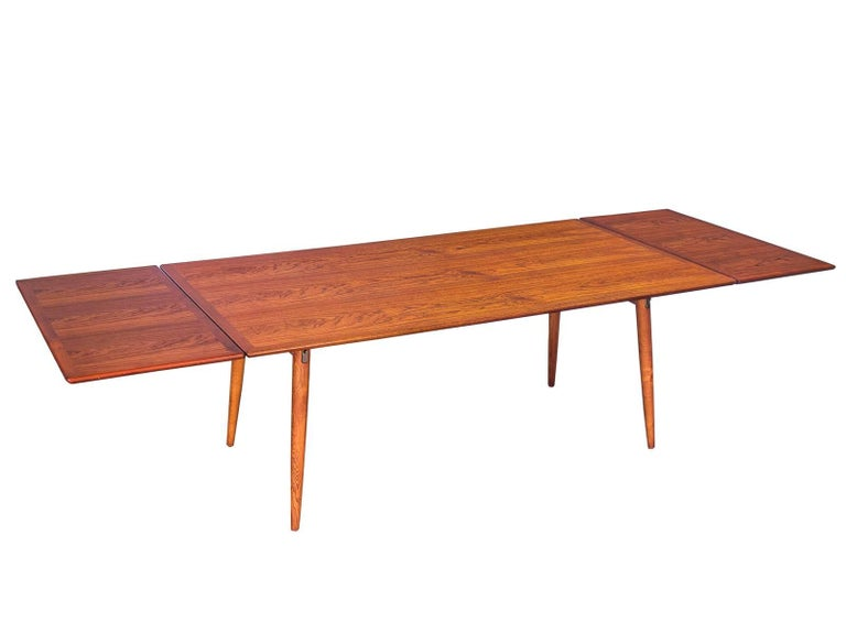 Hans J. Wegner JH570 dining table with expandable leaves for Johannes Hansen. This impressive, well preserved example has been cleaned and professionally refreshed with a hand-polished oil finish. As these images illustrate, the dining top surface