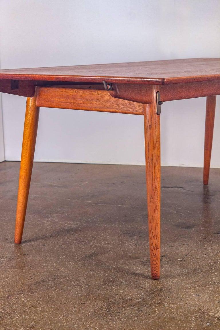 Hans J. Wegner JH570 Teak Dining Table for Johannes Hansen For Sale 1