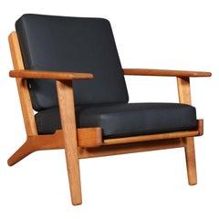 Hans J. Wegner, Lounge Chair, Model 290, Oak and Buffalo Leather