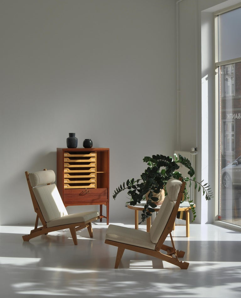 Rare Hans J. Wegner folding lounge chair designed in 1968 and produced at