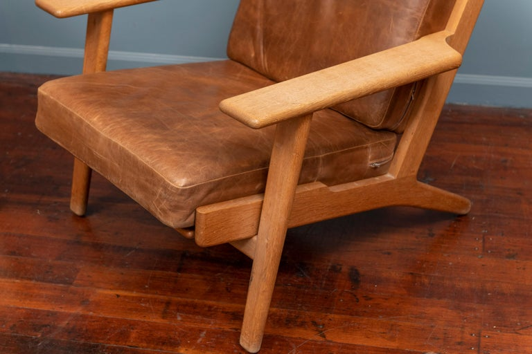 Scandinavian Modern Hans J Wegner Lounge Chairs for Getama Model 290 For Sale