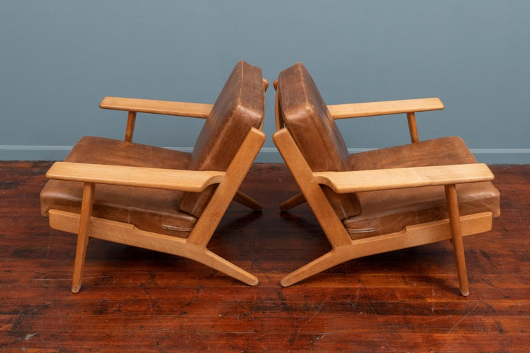 Hans J Wegner Lounge Chairs for Getama Model 290 In Good Condition For Sale In San Francisco, CA