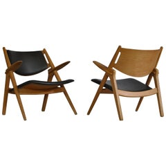 Hans J. Wegner Lounge Chairs from the 1960s in Oak and Dark Green Leather