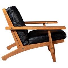 Hans J. Wegner Lounge Easy Chair GE 375, in Black Leather Upholstery by GETAMA