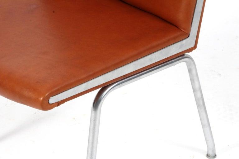 Hans J. Wegner Lufthavnsstole Model AP38, Cognac Aniline Leather In Good Condition For Sale In Esbjerg, DK