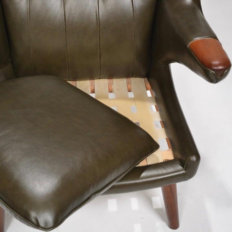 Mid-20th Century Hans J. Wegner Model AP-19 'Papa Bear' Chair in Dark Green Leather For Sale