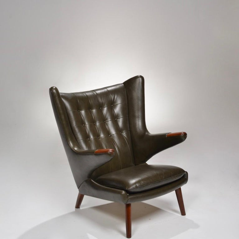 Hans J. Wegner Model AP-19 'Papa Bear' Chair in Dark Green Leather For Sale 1