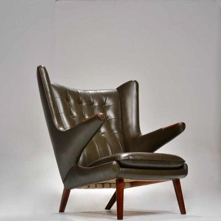 Hans J. Wegner Model AP-19 'Papa Bear' Chair in Dark Green Leather For Sale 2
