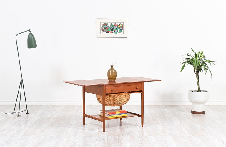 Hans J. Wegner Model AT-33 Sewing Table for Andreas Tuck In Excellent Condition For Sale In Los Angeles, CA