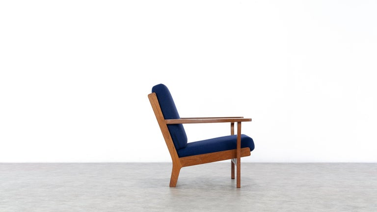 Hand-Crafted Hans J. Wegner, Original 1956, Lounge Chair Armchair GE-320 by GETAMA, Denmark For Sale