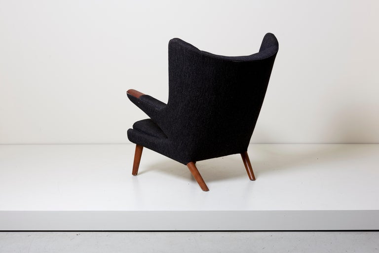 Hans J. Wegner Papa Bear Chair in Black Fabric In Fair Condition In Berlin, DE