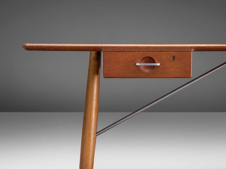 Hans J. Wegner Rare 'JH571' Desk in Oak For Sale 4