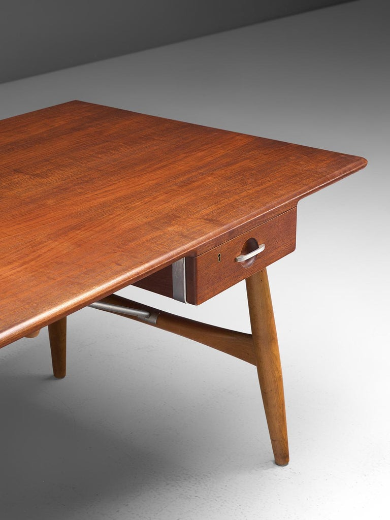 Hans J. Wegner Rare 'JH571' Desk in Oak For Sale 1