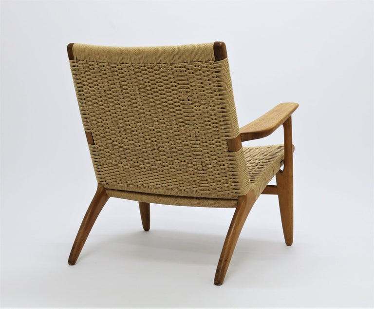 Hans J. Wegner Scandinavian Modern Lounge Chair Ch25 in Oak and Papercord For Sale 2
