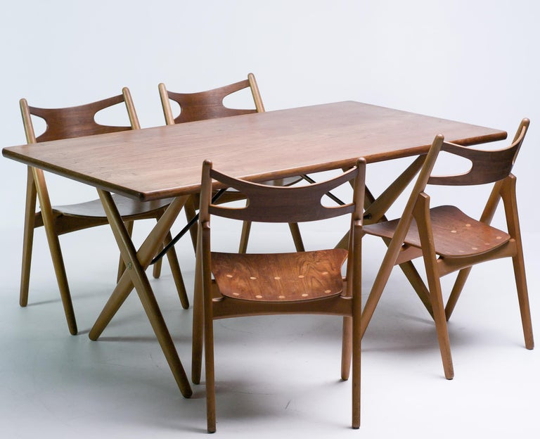 Hans J. Wegner Set of Four Sawbuck Chairs In Good Condition For Sale In Dronten, NL