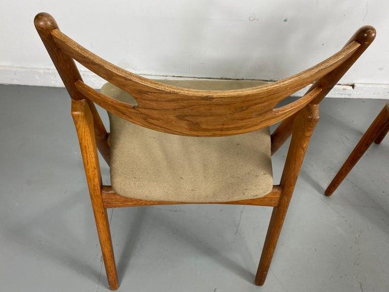 Hans J. Wegner Set of Four Sawbuck Chairs, Early Set in Oak, circa 1952, Denmark For Sale 3