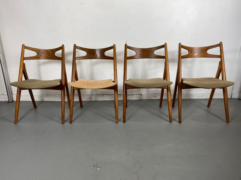 Hans J. Wegner Set of Four Sawbuck Chairs, Early Set in Oak, circa 1952, Denmark In Good Condition For Sale In Buffalo, NY