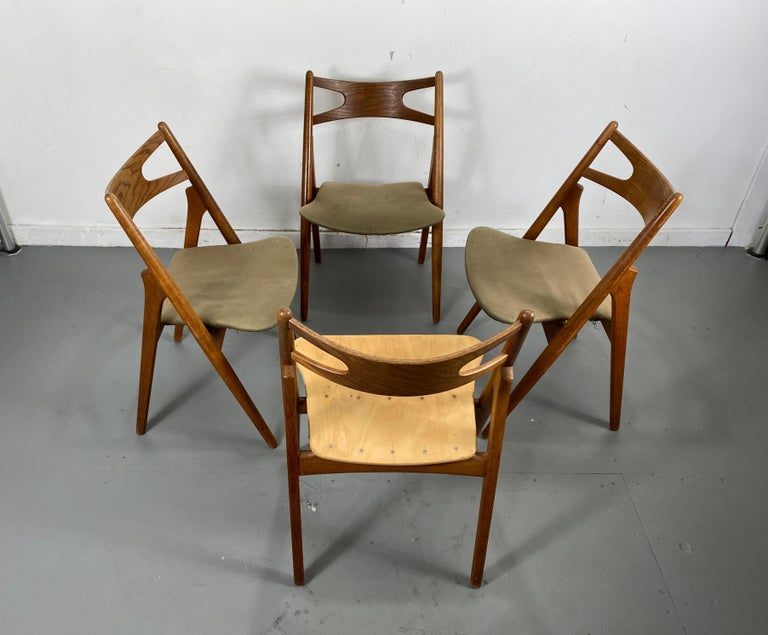 Hans J. Wegner Set of Four Sawbuck Chairs, Early Set in Oak, circa 1952, Denmark For Sale 1
