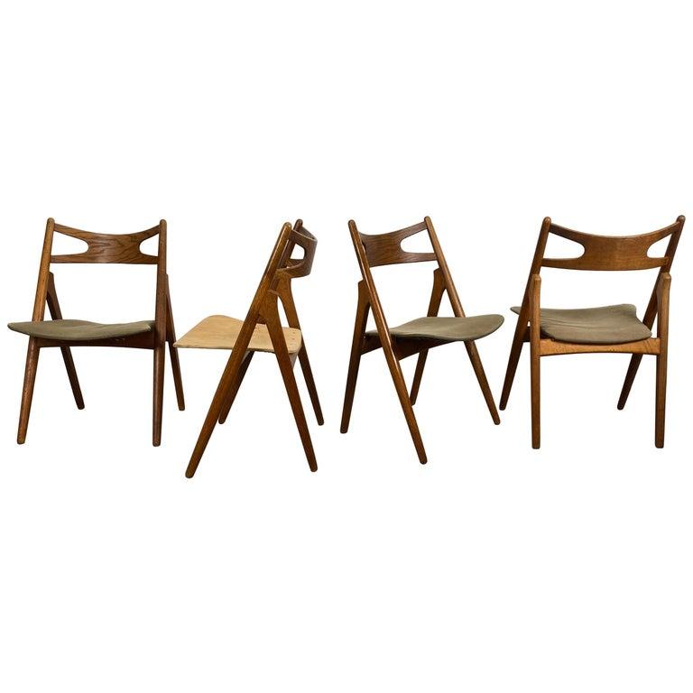 Hans J. Wegner Set of Four Sawbuck Chairs, Early Set in Oak, circa 1952, Denmark For Sale