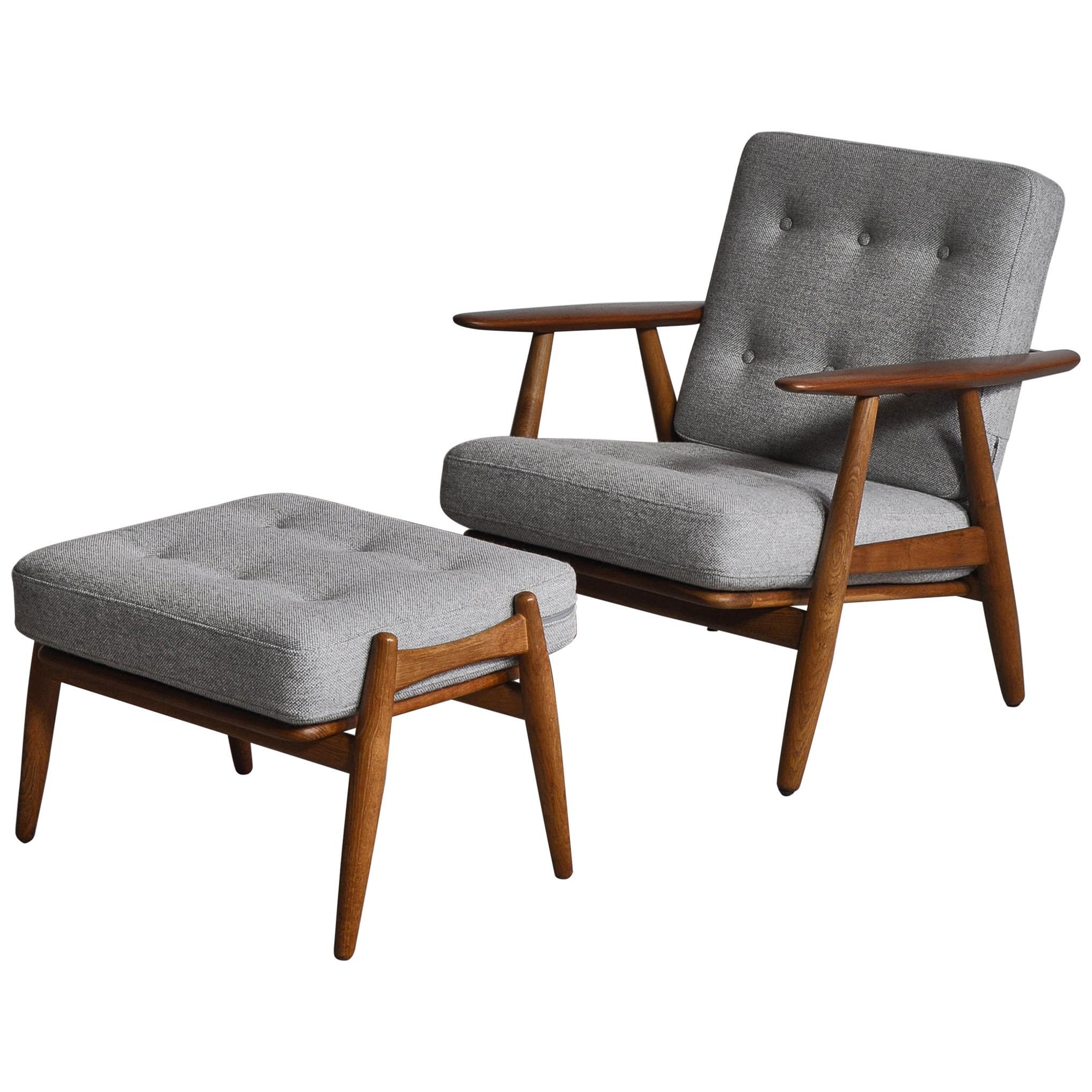 Hans J. Wegner Set of Lounge Chair Model GE-240 & Ottoman in Oak and Teak, 1950s