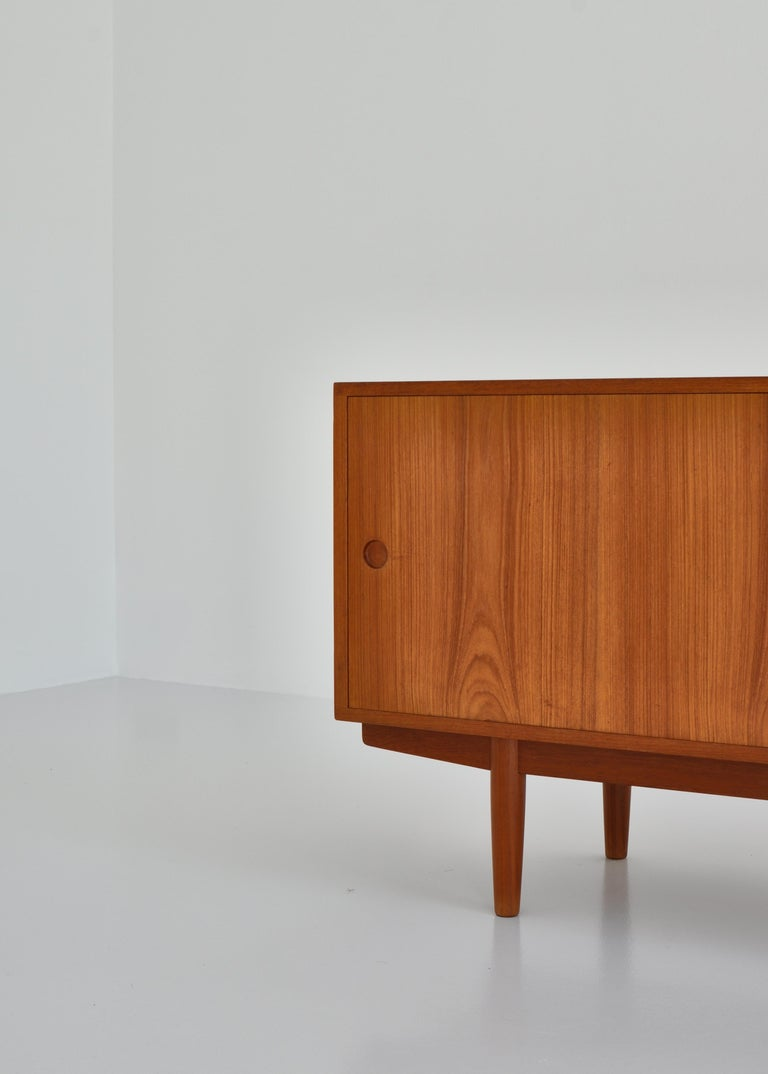 Hans J. Wegner Sideboard in Teakwood made at Cabinetmaker Johannes Hansen, 1960s In Good Condition In Odense, DK