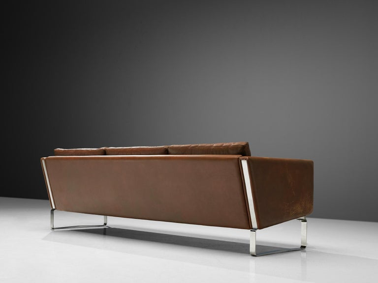 Hans J. Wegner Sofa Model 'CH103' in Brown Leather In Good Condition For Sale In Waalwijk, NL