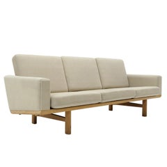 Hans J. Wegner Sofa Model GE-236/3