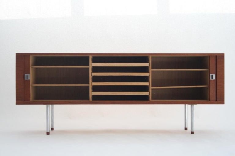 Hans J. Wegner Teak Credenza, Model 25 Johannes Hansen, Denmark, circa 1965 In Excellent Condition For Sale In Chicago, IL