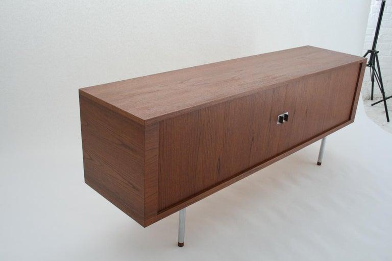 Hans J. Wegner Teak Credenza, Model 25 Johannes Hansen, Denmark, circa 1965 For Sale 1