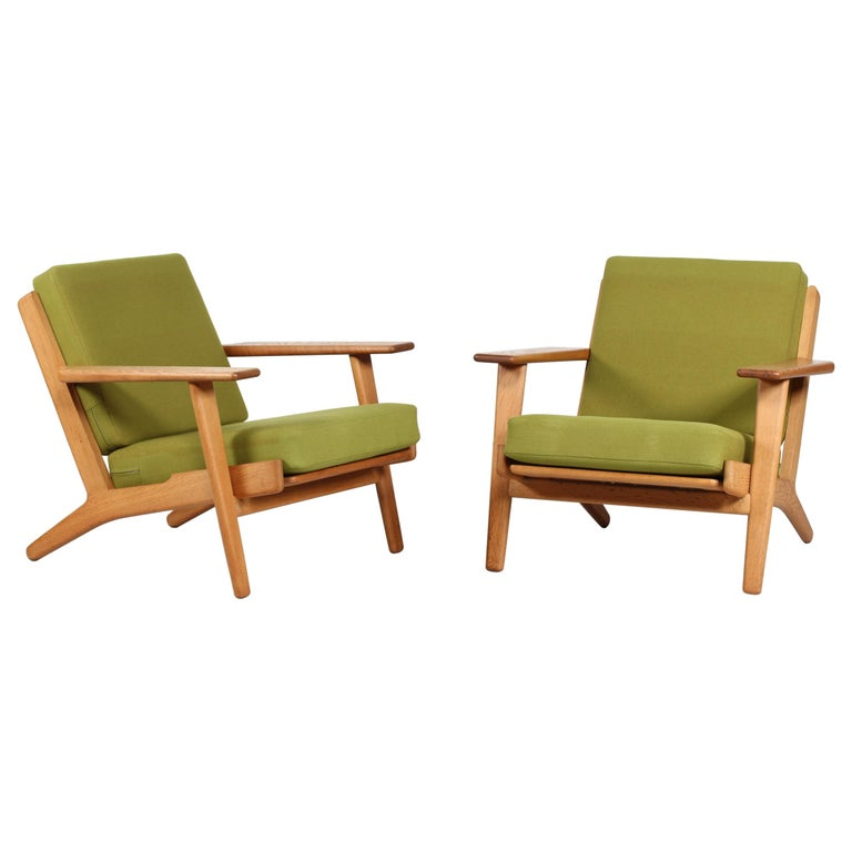 Hans J. Wegner Two Lounge Chairs GE 290 of Oak and Green Wool by GETAMA, 1970s For Sale