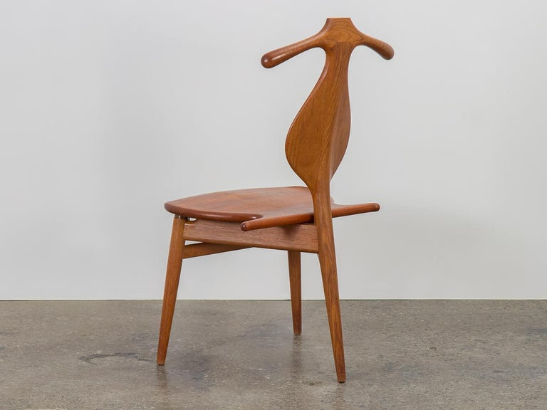 Hans J. Wegner Valet Chair In Good Condition For Sale In Brooklyn, NY