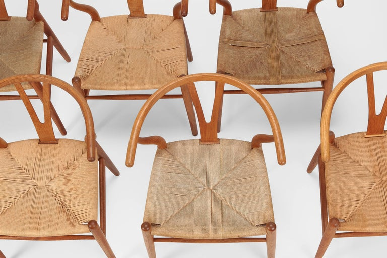 "Hans J. Wegner ""Y-Chairs"" Model CH24 Carl Hansen & Son, 1950s In Good Condition For Sale In Basel, CH"