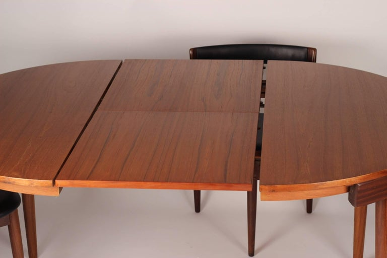 Danish Mid Century Modern Dining Table and Six Chairs Model Roundette by Frem Røjle  For Sale