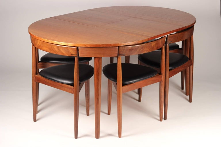 Mid Century Modern Dining Table and Six Chairs Model Roundette by Frem Røjle  In Excellent Condition For Sale In London, GB