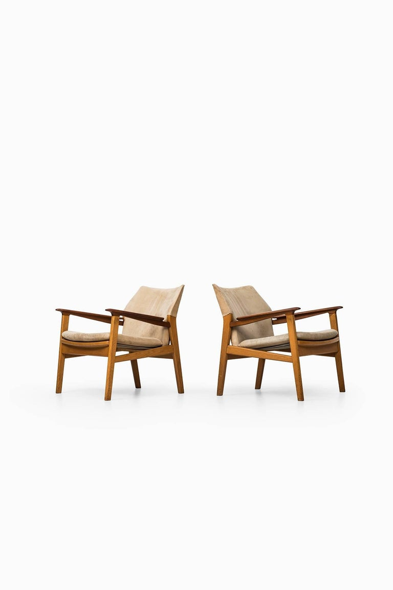 Rare pair of easy chairs model 9015 designed by Hans Olsen. Produced by Gärsnäs in Sweden.