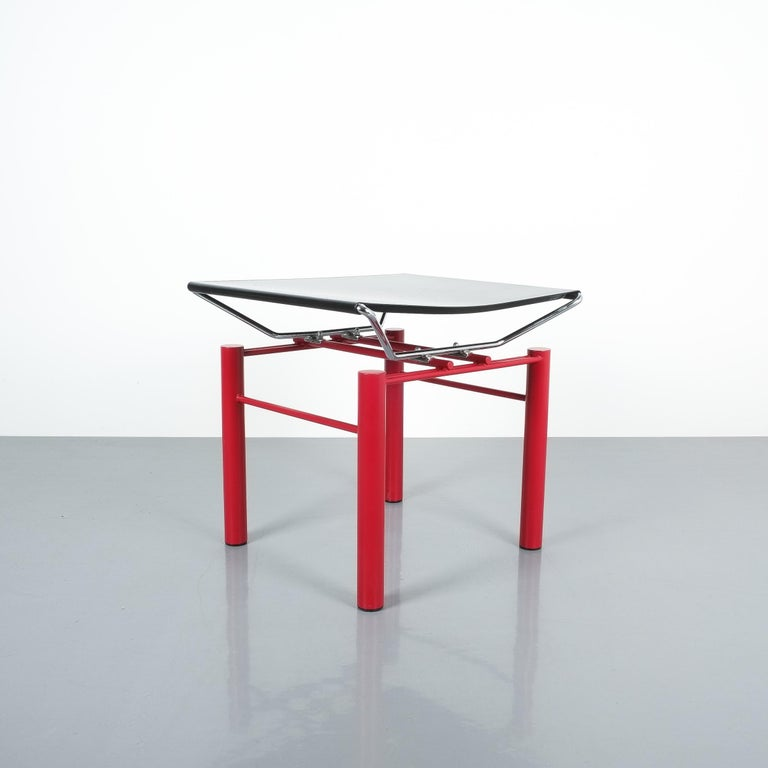 Hans Ullrich Bitsch side table Series 8600, circa 1980. Postmodern classic with black metal table top and highly delicate metal joints. Good original condition with minor wear, some scratches on the black top and color losses.