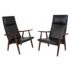 Hans Wegner 260 High-Back Lounge Chairs in New Black Leather, a Pair