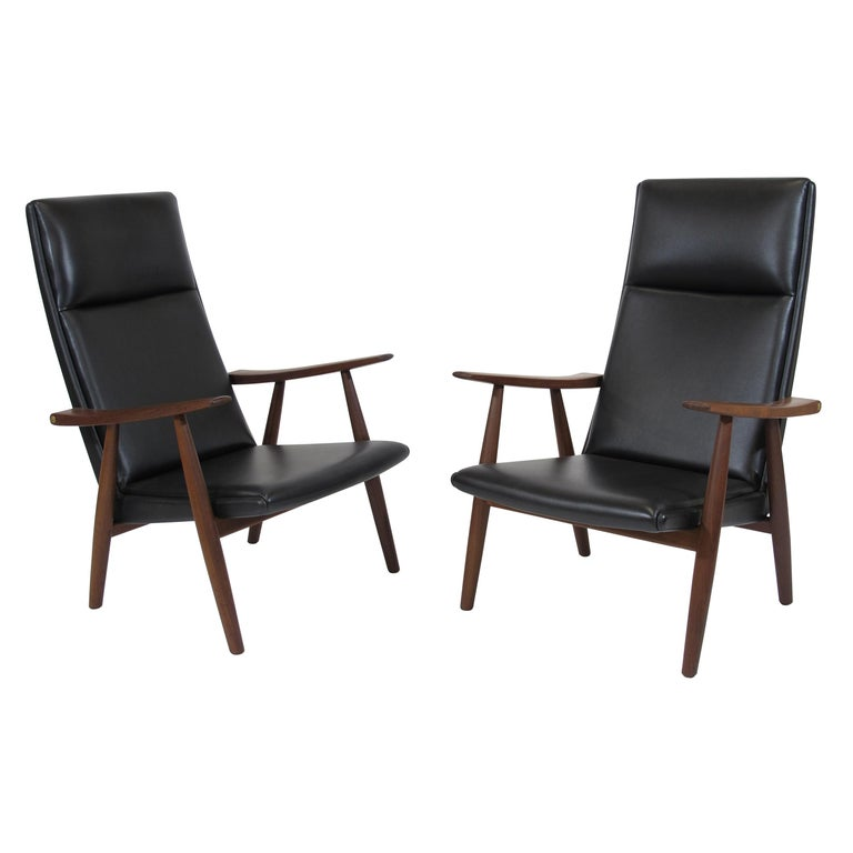 Hans Wegner 260 High-Back Lounge Chairs in New Black Leather, a Pair For Sale