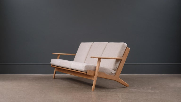 Hans Wegner 3-Seat Oak Sofa In Good Condition For Sale In London, GB