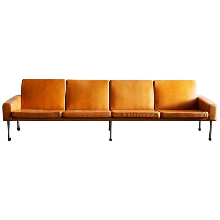 Hans Wegner Airport Sofa, Model AP 34/4, Denmark, 1960s For Sale