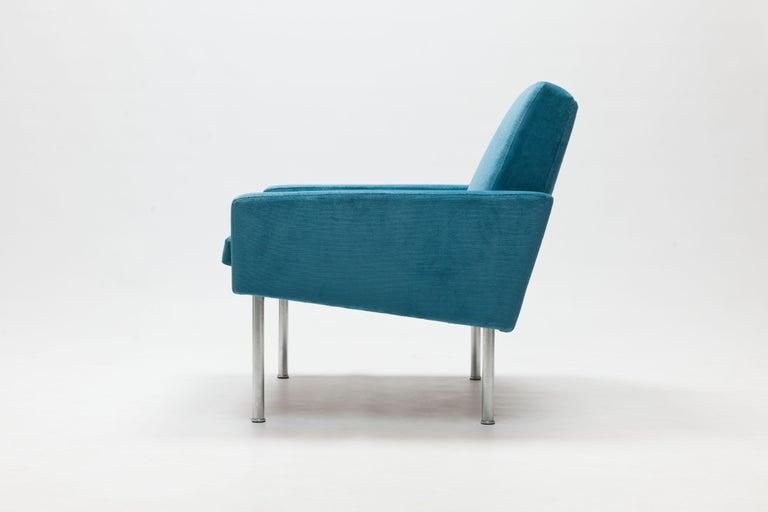 Hans Wegner Arm Chair by AP Stolen Denmark in Electric Blue Velvet In Good Condition For Sale In Utrecht, NL