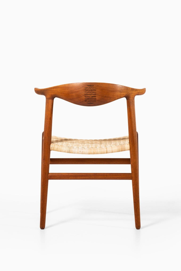 Hans Wegner Armchairs JH-505 Produced by Cabinetmaker Johannes Hansen in Denmark In Good Condition For Sale In Malmo, SE