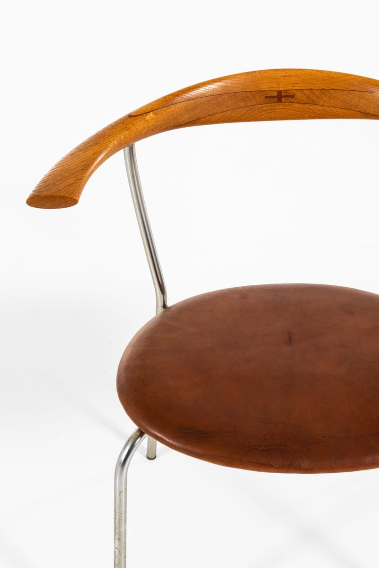 Mid-20th Century Hans Wegner Armchairs Model JH-701 Produced by Johannes Hansen in Denmark For Sale
