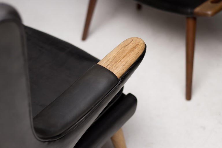 Hans Wegner Black Leather Pair of Papa Bear Chairs with Ottoman for A.P. Stolen In Good Condition For Sale In Dronten, NL