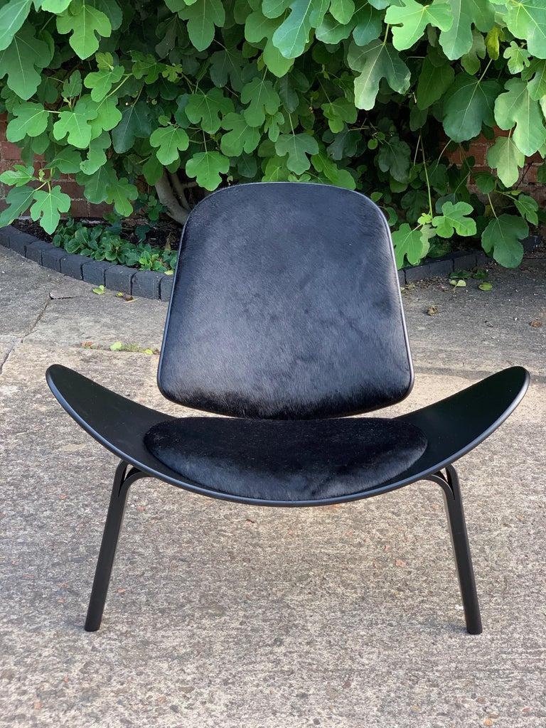 Hans Wegner CH07 Black Shell Chair Carl Hansen & Son, Denmark, Midcentury Danish For Sale 4