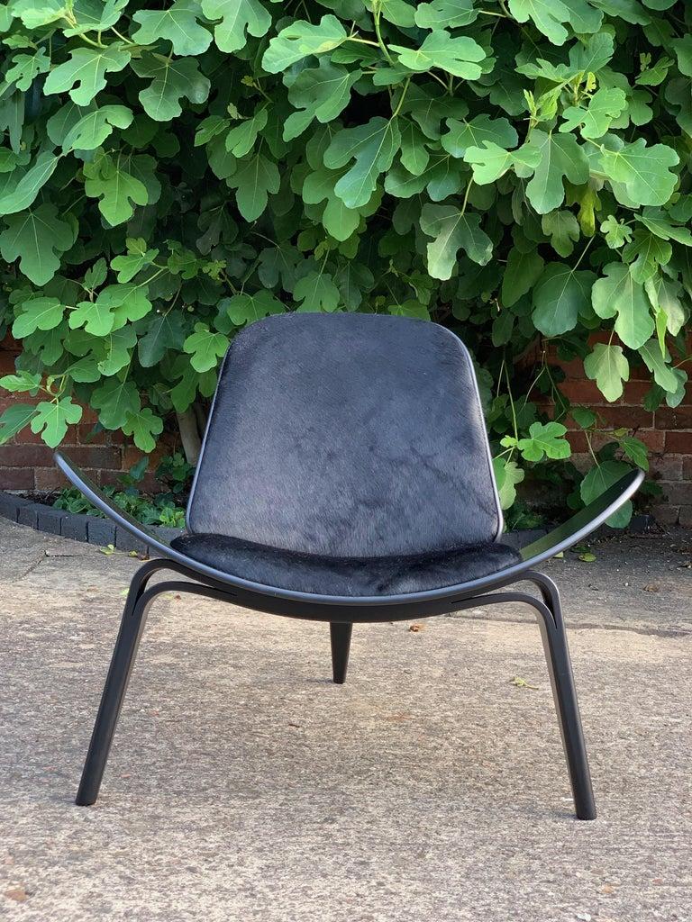 Hans Wegner CH07 Black Shell Chair Carl Hansen & Son, Denmark, Midcentury Danish For Sale 5