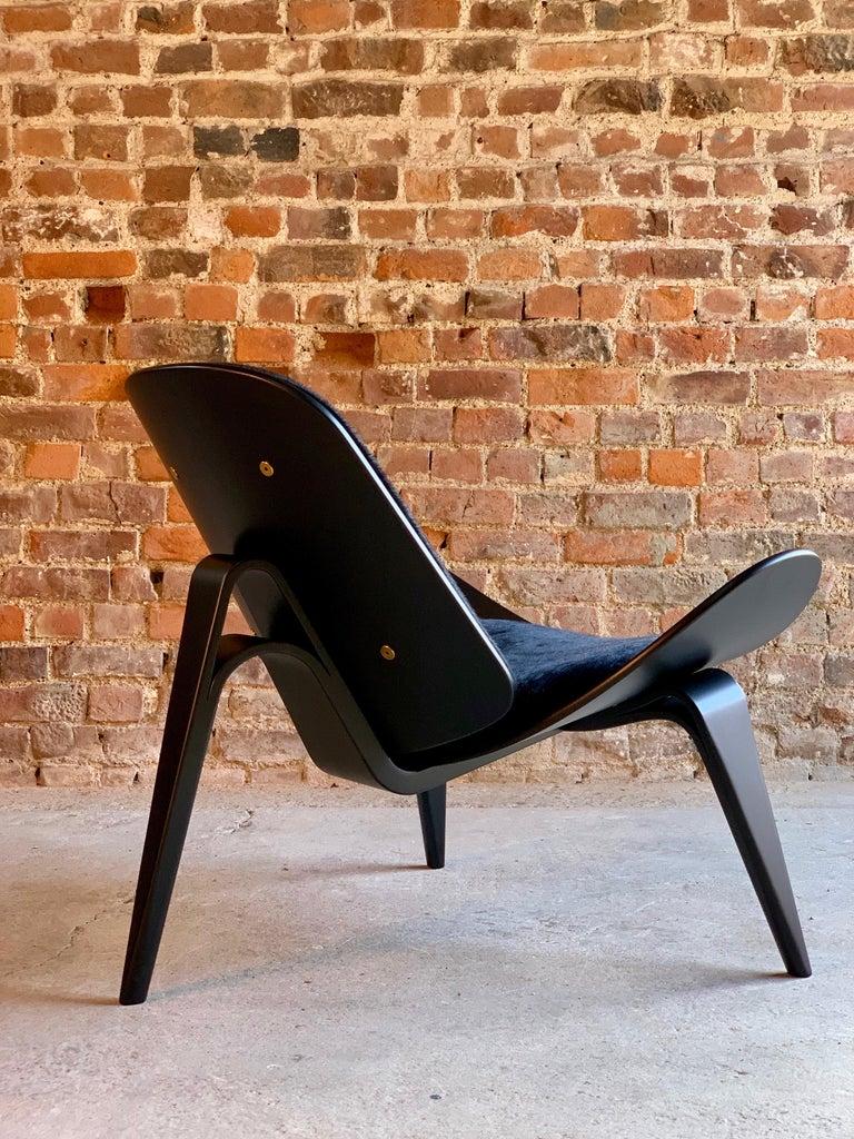 Mid-Century Modern Hans Wegner CH07 Black Shell Chair Carl Hansen & Son, Denmark, Midcentury Danish For Sale