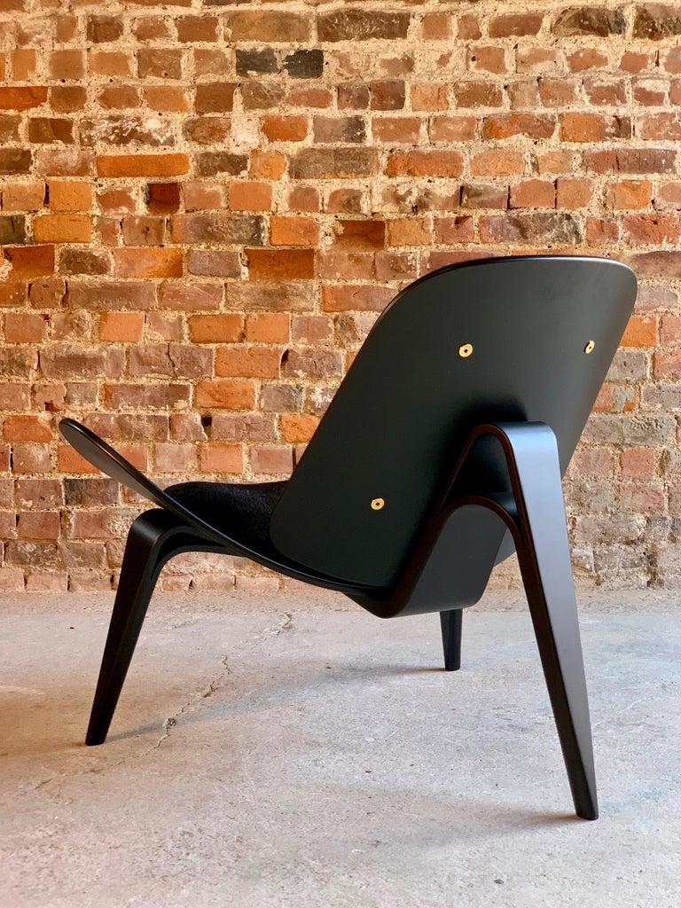 Hans Wegner CH07 Black Shell Chair Carl Hansen & Son, Denmark, Midcentury Danish In Excellent Condition For Sale In Longdon, Tewkesbury