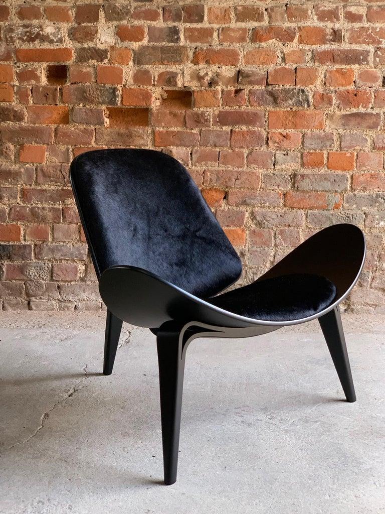 Hide Hans Wegner CH07 Black Shell Chair Carl Hansen & Son, Denmark, Midcentury Danish For Sale